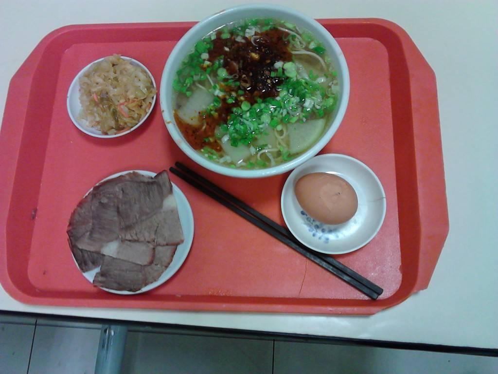 在西宁吃的牛肉面,午餐。
