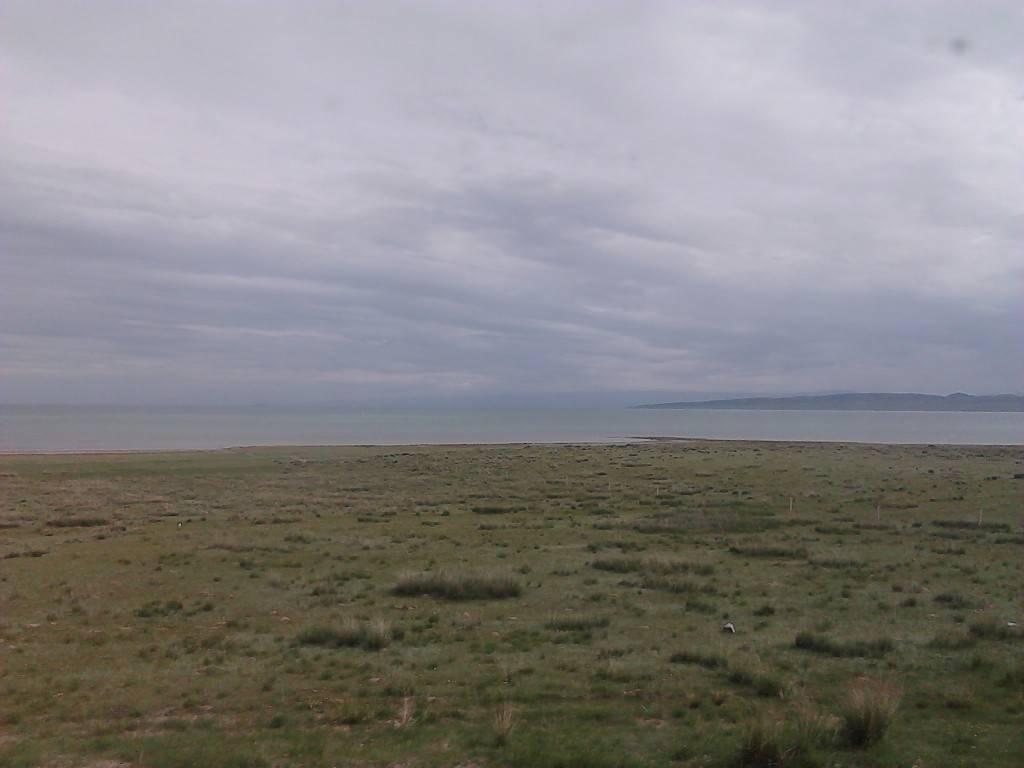天蒙蒙,青海湖。