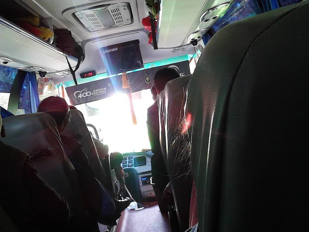 所坐的大巴车