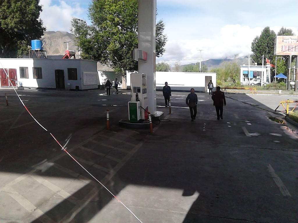 路上的加油站