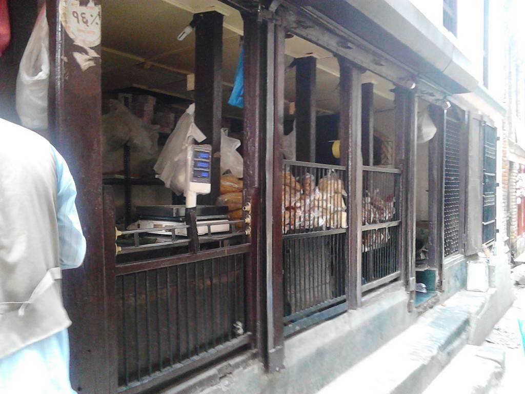 杜巴广场附近的食品店