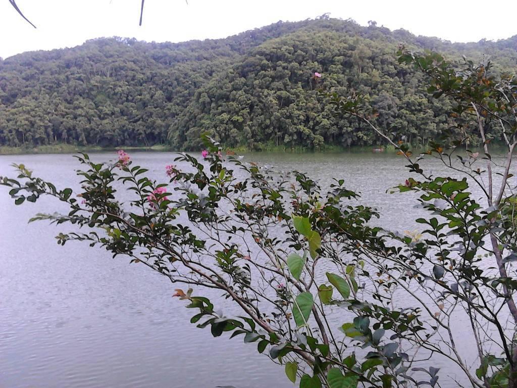 Fewa_Lake_1