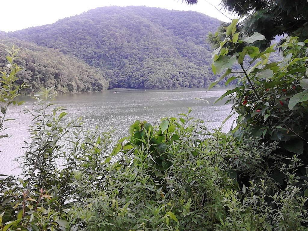 Fewa_Lake_3
