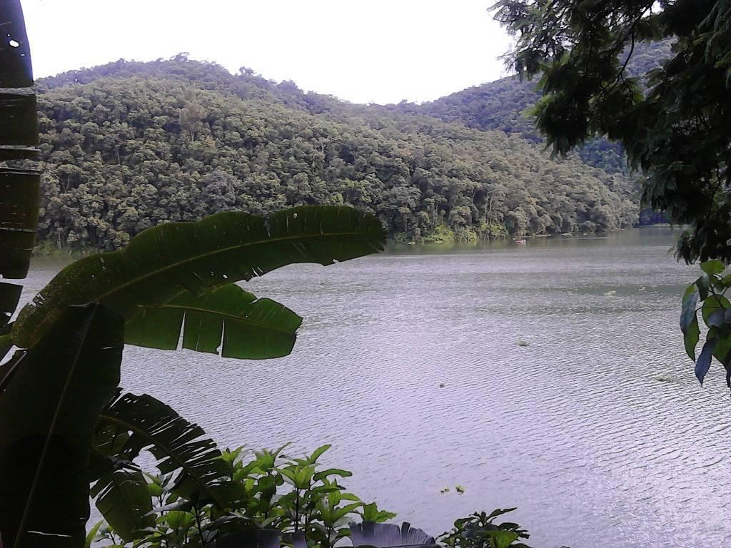 Fewa_Lake_4