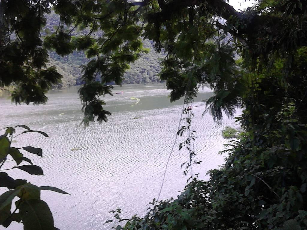 Fewa_Lake_5