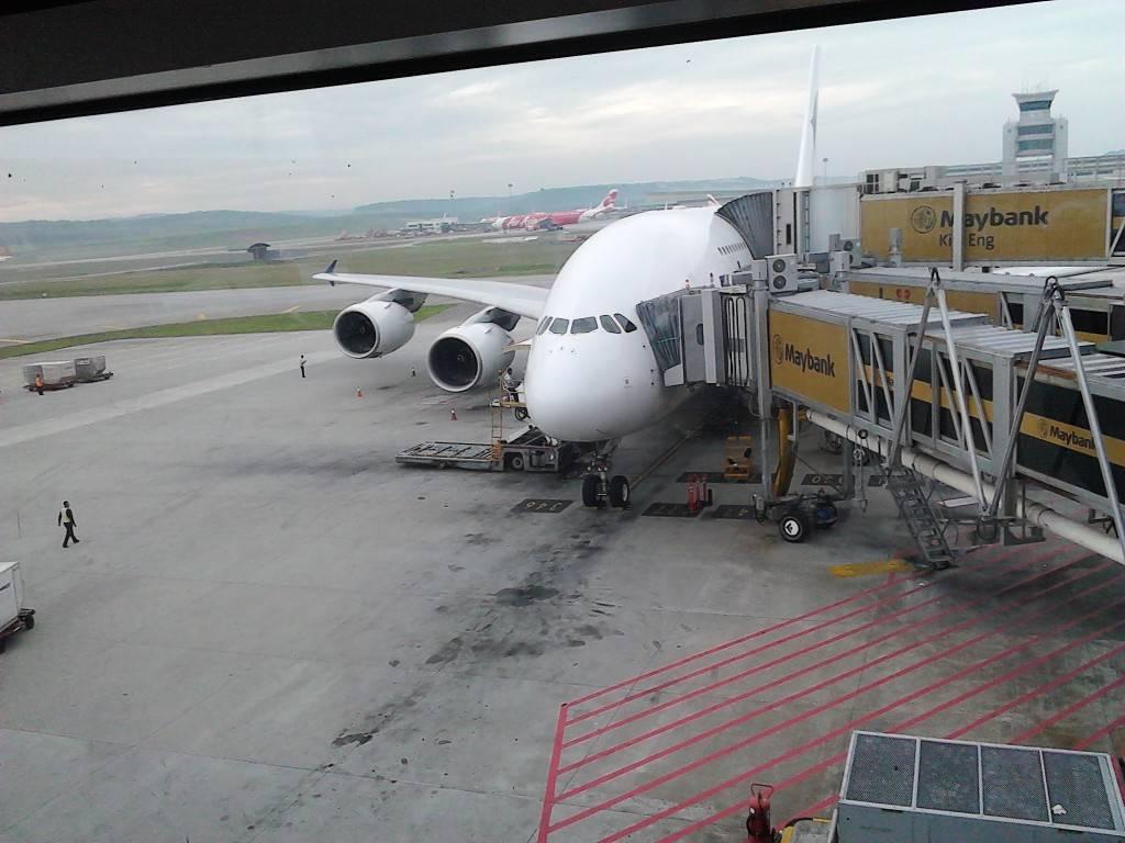 拍飞机...