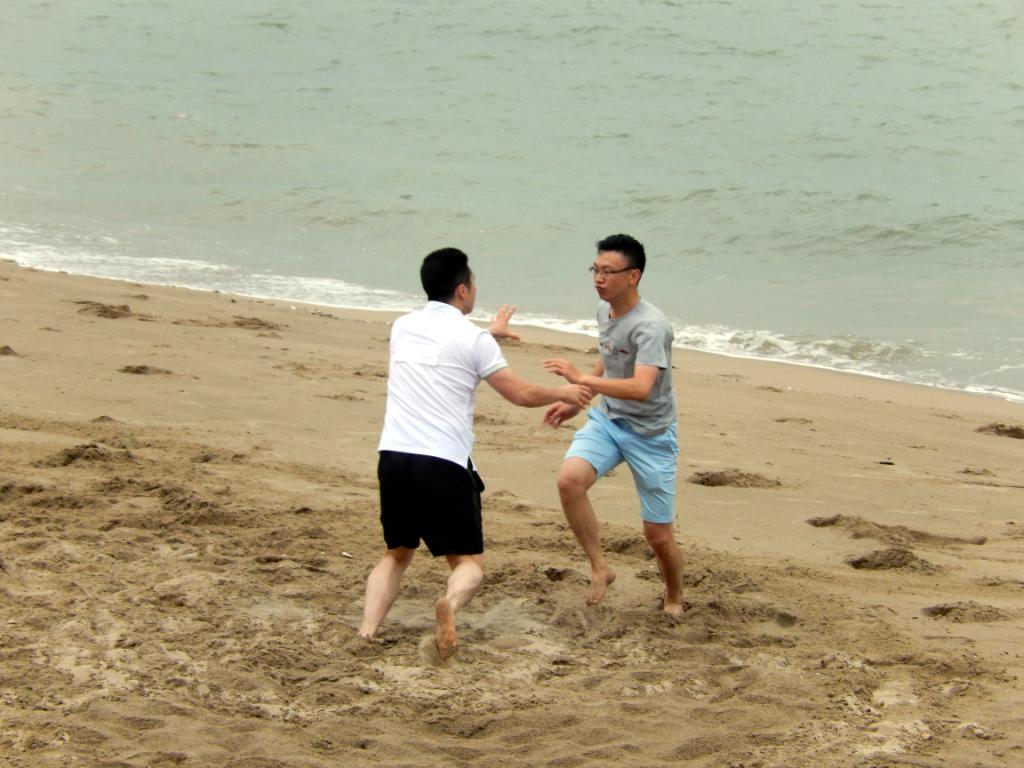 海边撕名牌